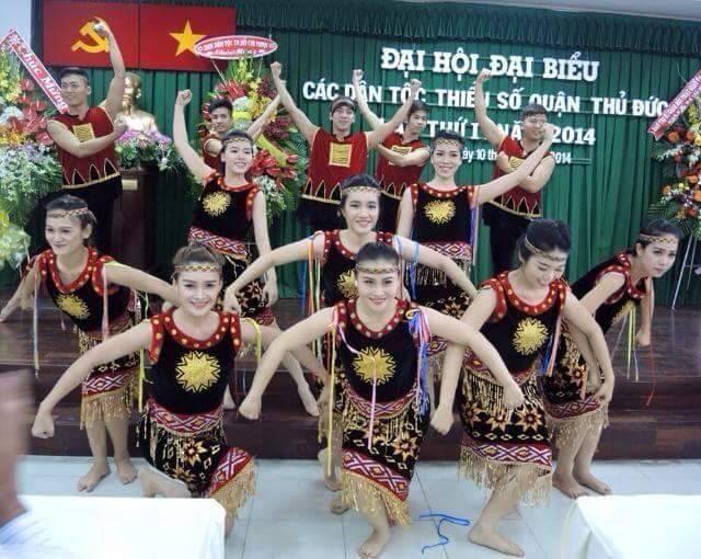 Cơ sở sản xuất trang phục đạo cụ biểu diễn Việt Cường