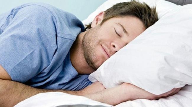 Cơ thể bị giật mạnh khi đang ngủ
