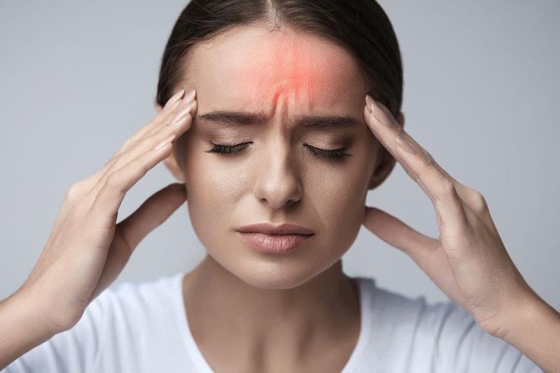 Cắn móng tay thường xuyên gây đau đầu kinh niên