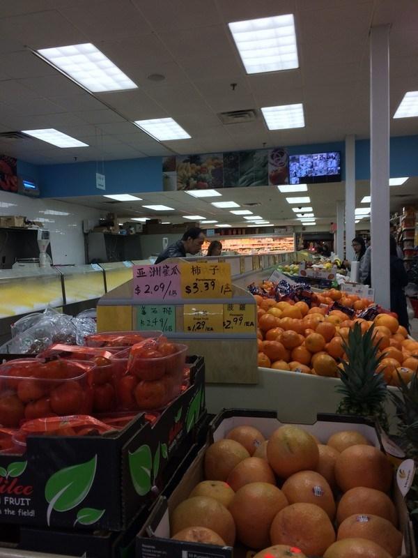 Có thể tìm thấy gia vị và các loại rau Châu Á trong các chợ của người Việt hay người Hoa tại Mỹ