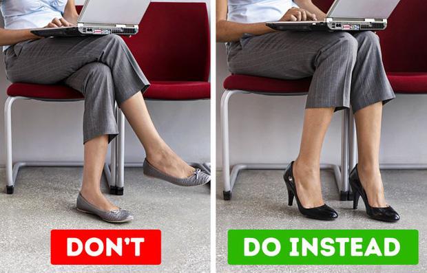 Có thói quen ngồi vắt chéo chân