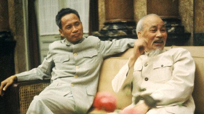 Chủ tịch Hồ Chí Minh và Thủ tướng Phạm Văn Đồng năm 1965 - Ảnh: Romano Cagnoni