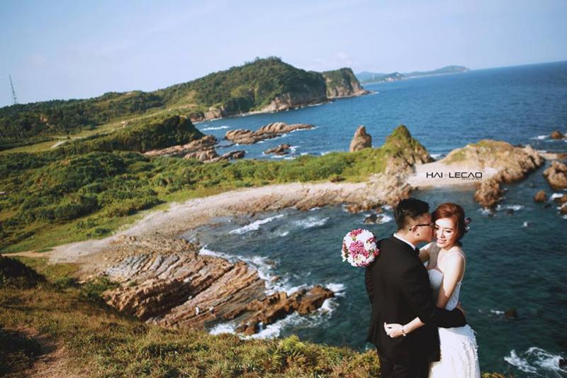Chụp ảnh cưới ở biển Hồng Vàn Cô Tô