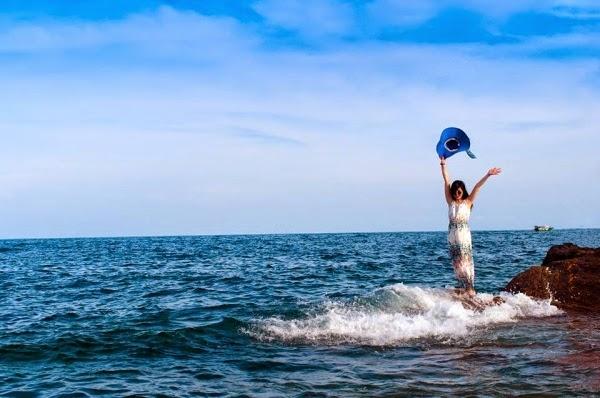 Làn nước xanh ngắt trên đảo Cô Tô