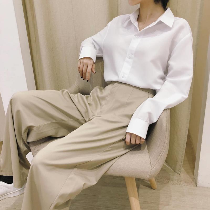 Các mẫu quần áo của Coble Clothing thiết kế rất đơn giản, từ màu sắc đến kiểu dáng nhưng rất bắt mắt và không nhàm chán