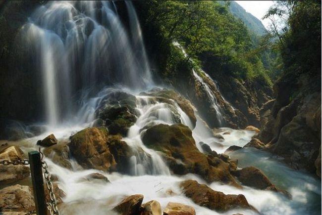 Thác nước ở Cốc San