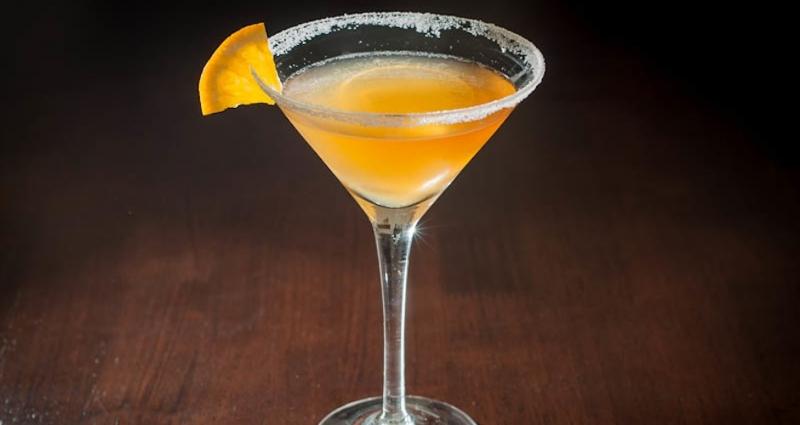 Sóng sánh màu vàng óng cùng hương vị đặc biệt Cocktail Ritz - Paris Sidecar sẽ làm mê lòng thực khách