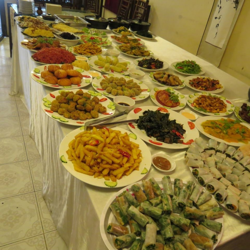 Buffet chay với đa dạng món ăn