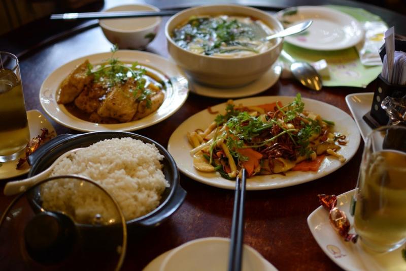 Bàn ăn với rất nhiều món ngon