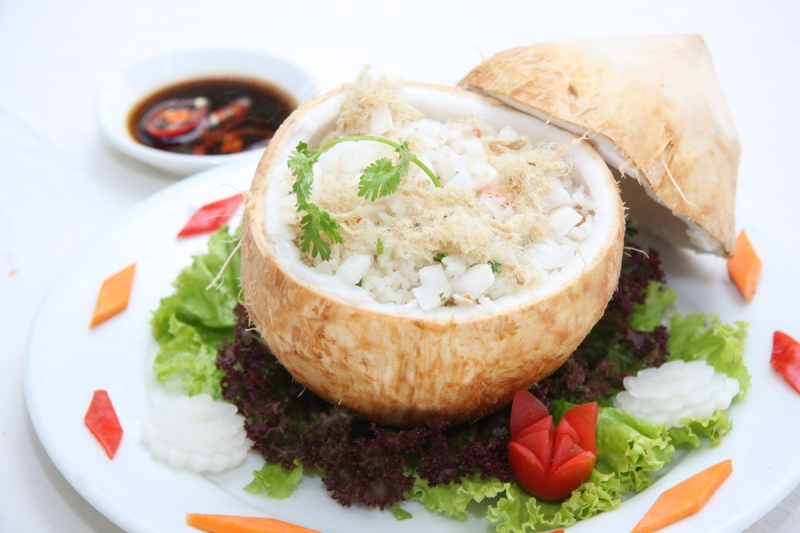 Cơm dừa - món ăn đơn giản mà đòi hỏi lắm công phu