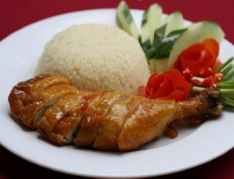 Cơm gà Đông Nguyên được nhiều người dân Sài Gòn ưa thích.