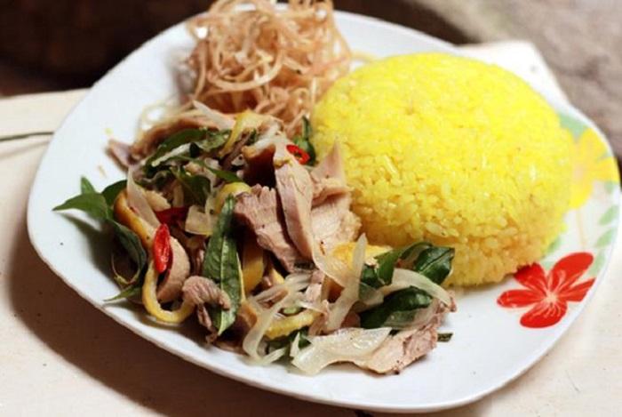Quán cơm gà Quảng Châu với biển hiệu bắt mắt, dễ nhận biết