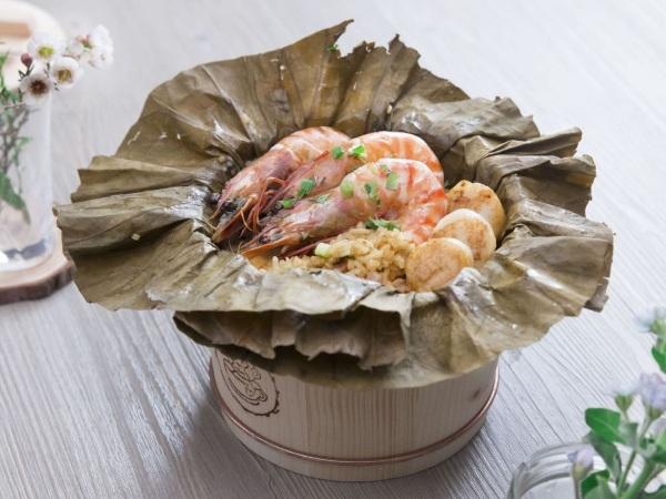 Cơm hải sản hấp lá Sen - Nguồn Internet