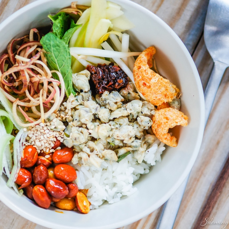 Nói đến ẩm thực Huế là phải nói đến cơm hến.