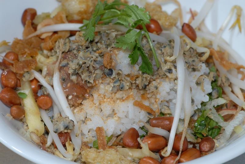 Cơm hến là văn hóa ẩm thực đất Huế