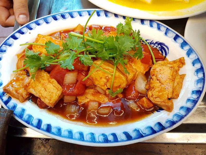 Cơm niêu Lửa Việt là một trong những quán cơm Niêu được nhiều người dân biết đến và ủng hộ tại thành phố Huế