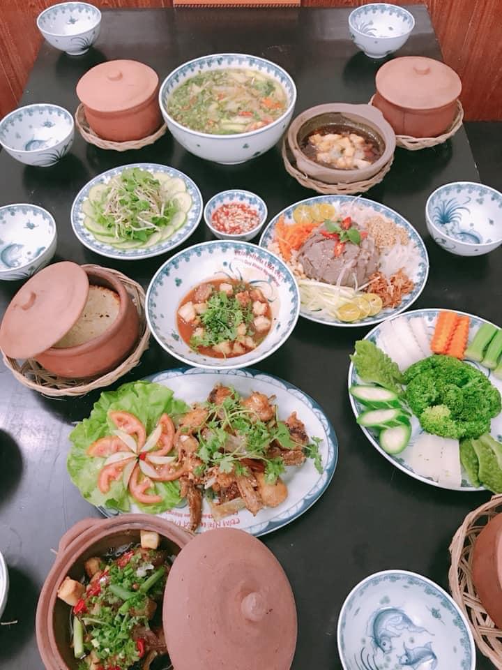 Mâm cơm đặc sắc tại Cơm niêu Lửa Việt