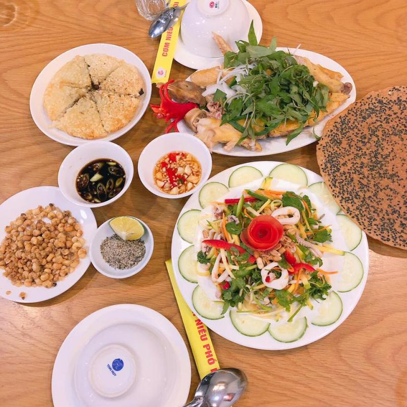 Menu món ăn tại Cơm Niêu Phố Hội rất phong phú, với các món Việt đặc trưng, ấn tượng