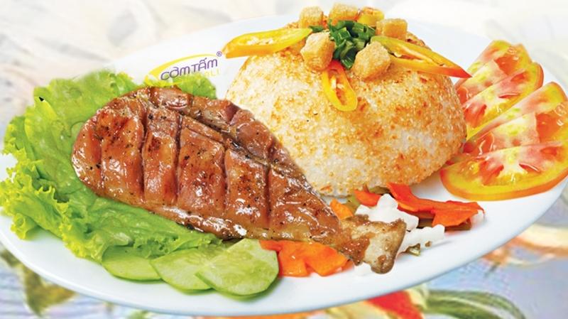 Đến với Cơm Cali, bạn sẽ tha hồ lựa chọn cơm và những món ăn khác nhau