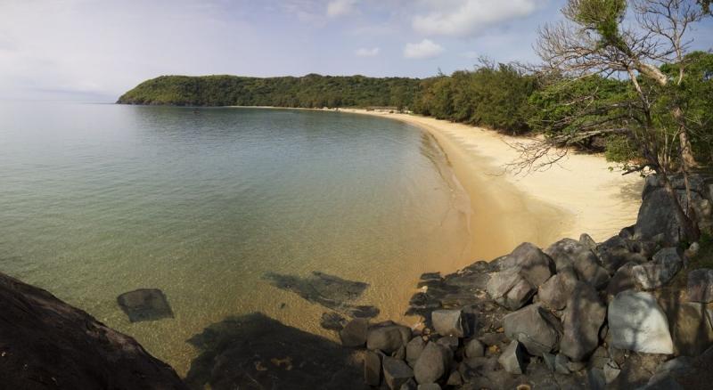 Đầm Trấu với bãi cát dài tự nhiên và nước biển trong vắt