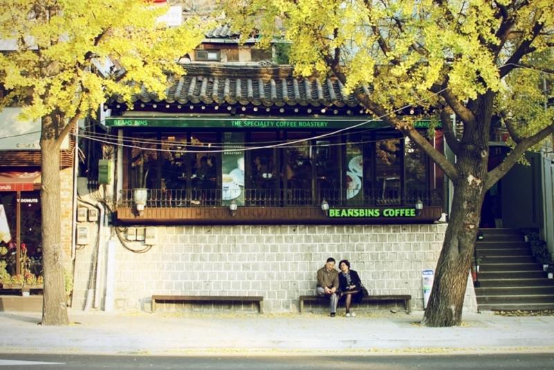 Con đường Samcheongdong và thư viện Jeongdok