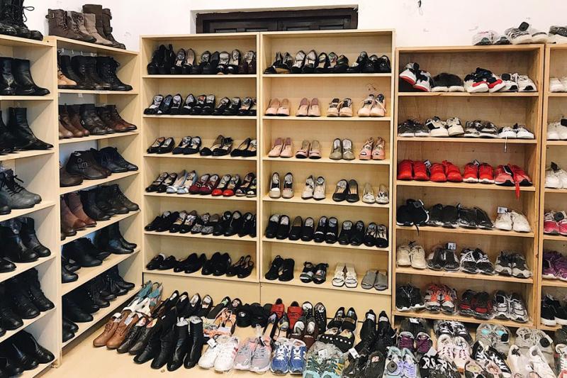 Ngoài quần áo, shop còn có giầy dép rất đa dạng kiểu dáng nhé
