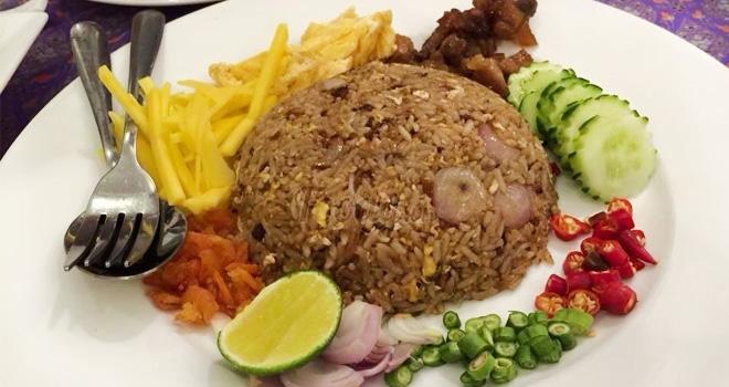 các món ăn ở đây khá đa dạng và phong phú, có mặt gần như đầy đủ các món ăn nổi tiếng trong ẩm thực Thái