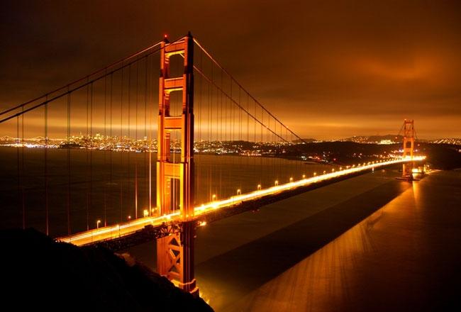 Cầu Golden Gate cũng lung linh về đêm không kém gì tháp Eiffel của Pháp