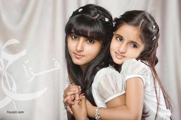 Công chúa Salama ( bên trái)  của Dubai