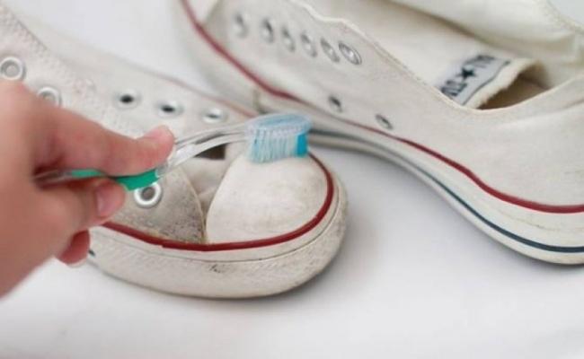 Làm sạch giày bẩn