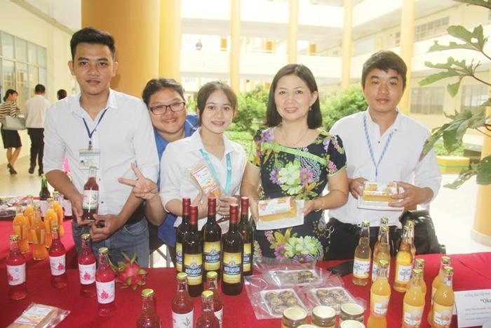 Sau khi tốt nghiệp ngành công nghệ thực phẩm tại Đại học Tiền Giang bạn có thể làm việc tại các công ty, nhà máy chế biến thực phẩm với vai trò là cán bộ quản lý và điều hành sản xuất, cán bộ phòng kỹ thuật cán bộ quản lý chất lượng...