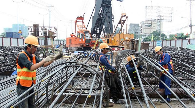 Công nhân xây dựng trên công trường