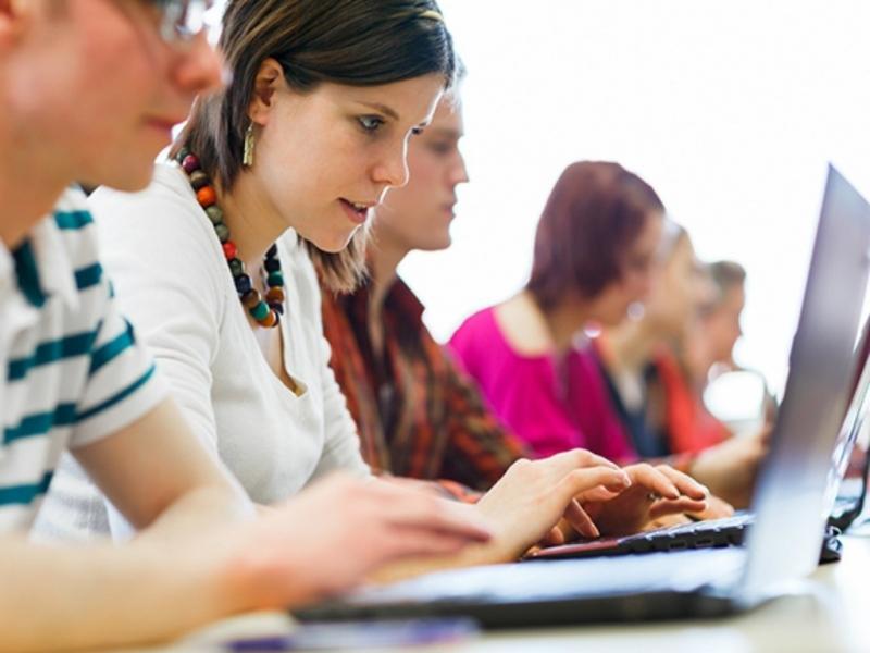 Hệ thống văn bản quy phạm pháp luật của bộ tư pháp cho phép mọi người tìm kiếm văn bản theo loại văn bản, thời gian ban hành và cơ quan ban hành