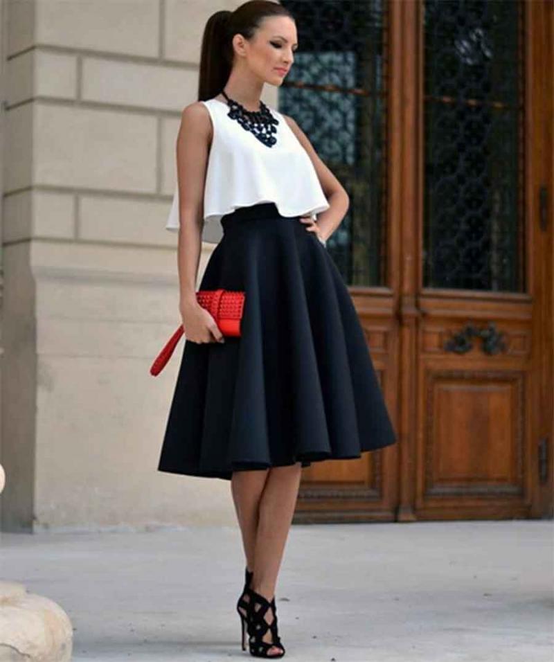 Một đôi Stiletto thon gọn kết hợp cùng váy xòe sẽ giúp nàng vô cùng sang trọng.