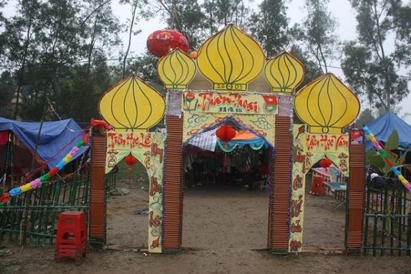 Cổng trại hình ngọn nến