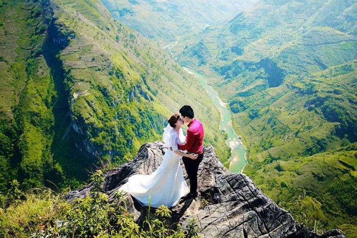 Thật tuyệt vời và yên bình khi bạn chiêm ngượng được bộ ảnh cưới tại cổng trời
