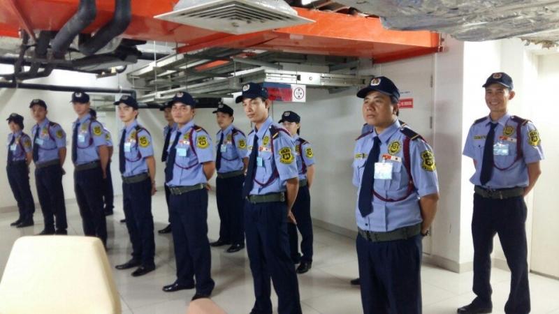 Đội bảo vệ đang làm nhiệm vụ