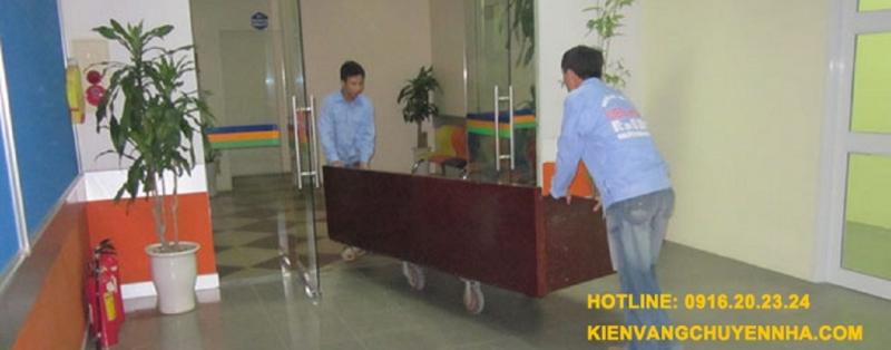 Nhân viên công ty phục vụ rất chuyên nghiệp