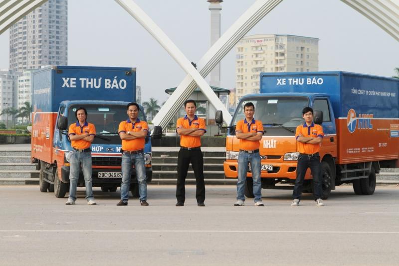 Công ty có đội ngũ nhân viên lành nghề, sẵn sàng phục vụ nhu cầu vận chuyển của quí khách.