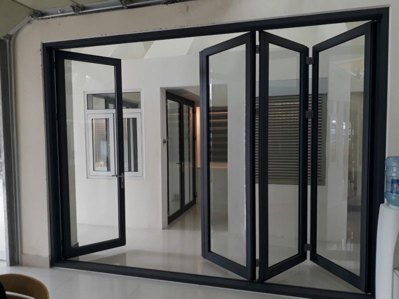 Đến với Công ty cổ phần Tân Phong bạn sẽ thoải mái yên tâm về chất lượng cửa cũng như dịch vụ lắp đặt tại đây