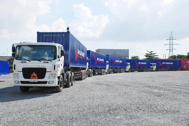 Đội xe Container chuyên nghiệp của công ty Việt Hưng
