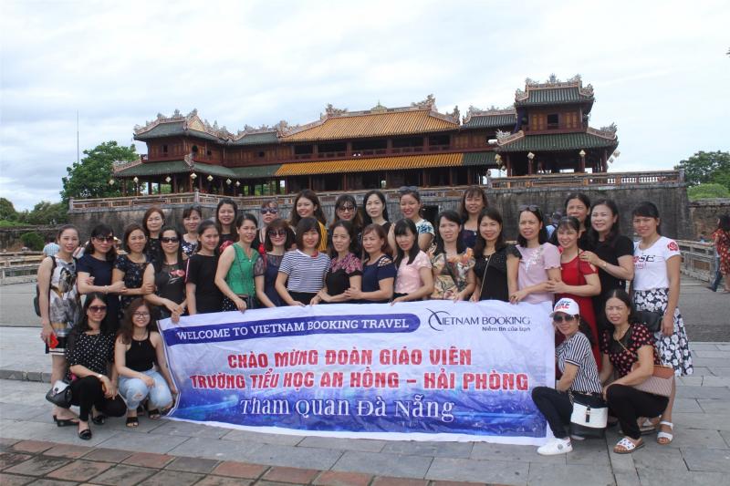 Đoàn khách của Vietnam Booking du lịch miền Trung