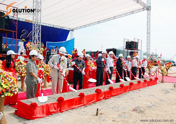 Công ty CP Quảng cáo Giải Pháp Việt Nam (Solution) sẽ lên kế hoạch chi tiết cho buổi lễ, cung cấp trang thiết bị cần thiết cho buổi lễ như nhà bạt không gian, sân khấu, bục xúc cát... cung cấp nhân sự đảm bảo cho buổi lễ diễn ra thành công.