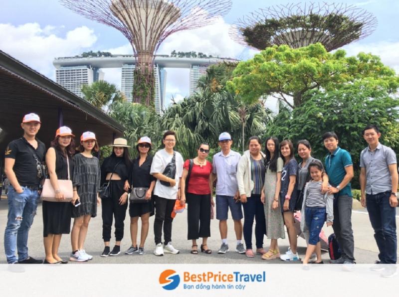 Đoàn khách hàng đi tour du lịch Singapore của BestPrice Travel