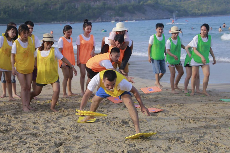 Nha Trang Young always organizes for visitors to have fun with entertainment in their tours