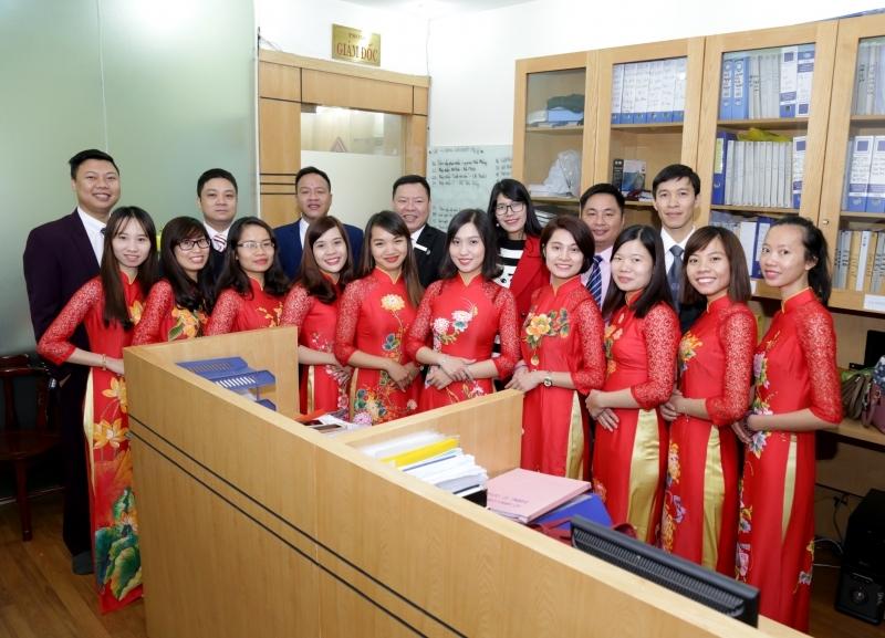 Đội ngũ luật sư và chuyên viên pháp lý tại công ty Luật Dragon