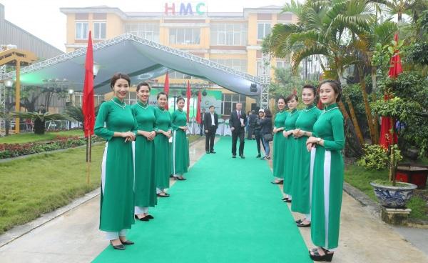Dàn lễ tân sự kiện xinh đẹp tại event hội nghị xúc tiến