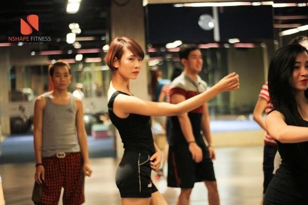 Lớp học nhảy của công ty người mẫu New Talent