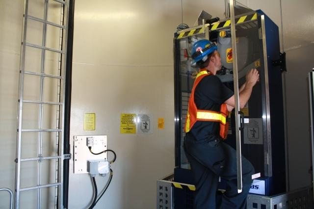 Kết quả hình ảnh cho sửa chữa thang máy