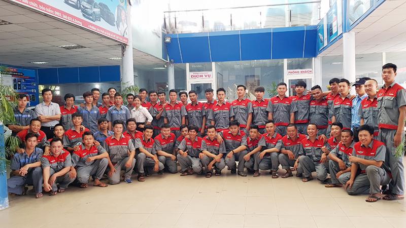 Đội ngũ nhân viên của Công ty CP Thế Giới Auto